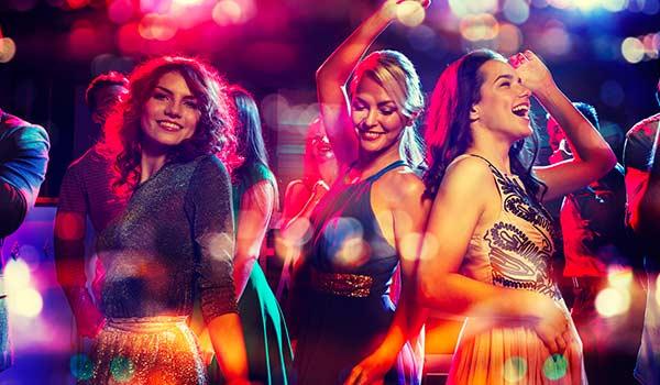 Ragazze che ballano ad un party privato